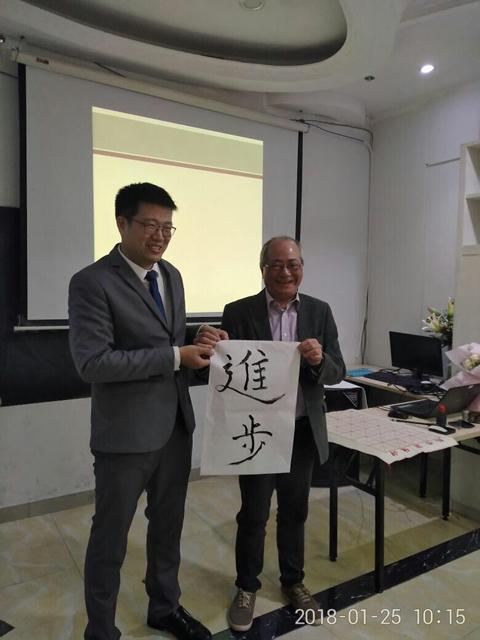 36734p6_周老师与前教育局局长吴克俭先生.jpg