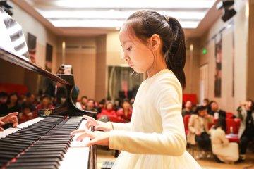 趣味钢琴图片