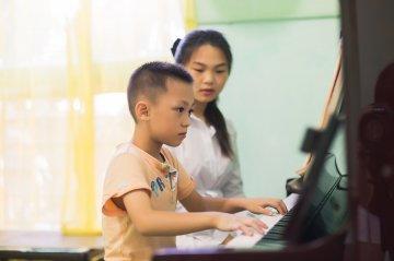 钢琴陪练图片
