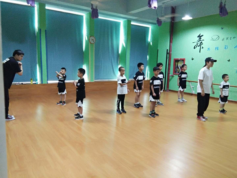 少儿街舞课程图片