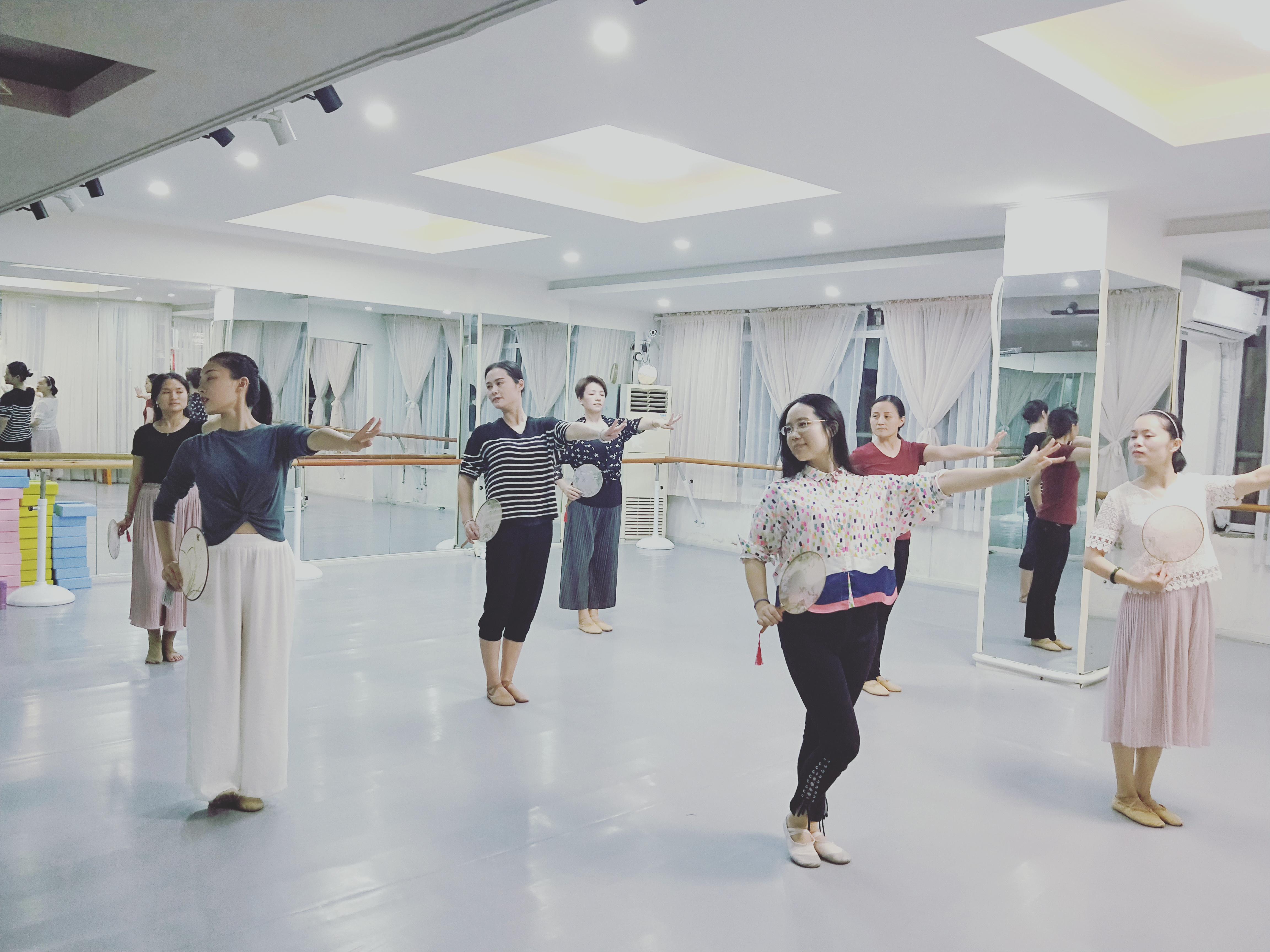 中国舞成人班图片
