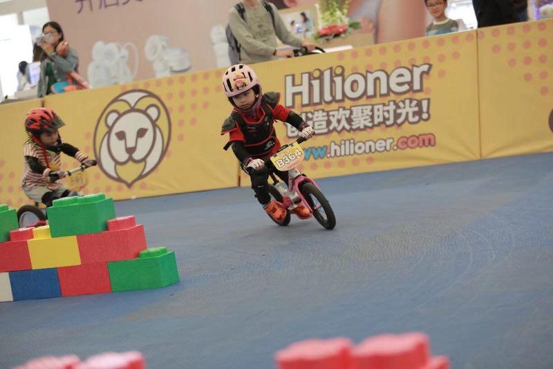 艺娃飞轮少年平衡车
