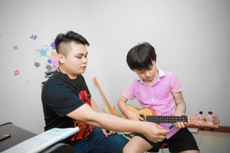 东风华艺-吉他