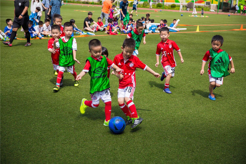 冠军少儿足球  A年龄段班