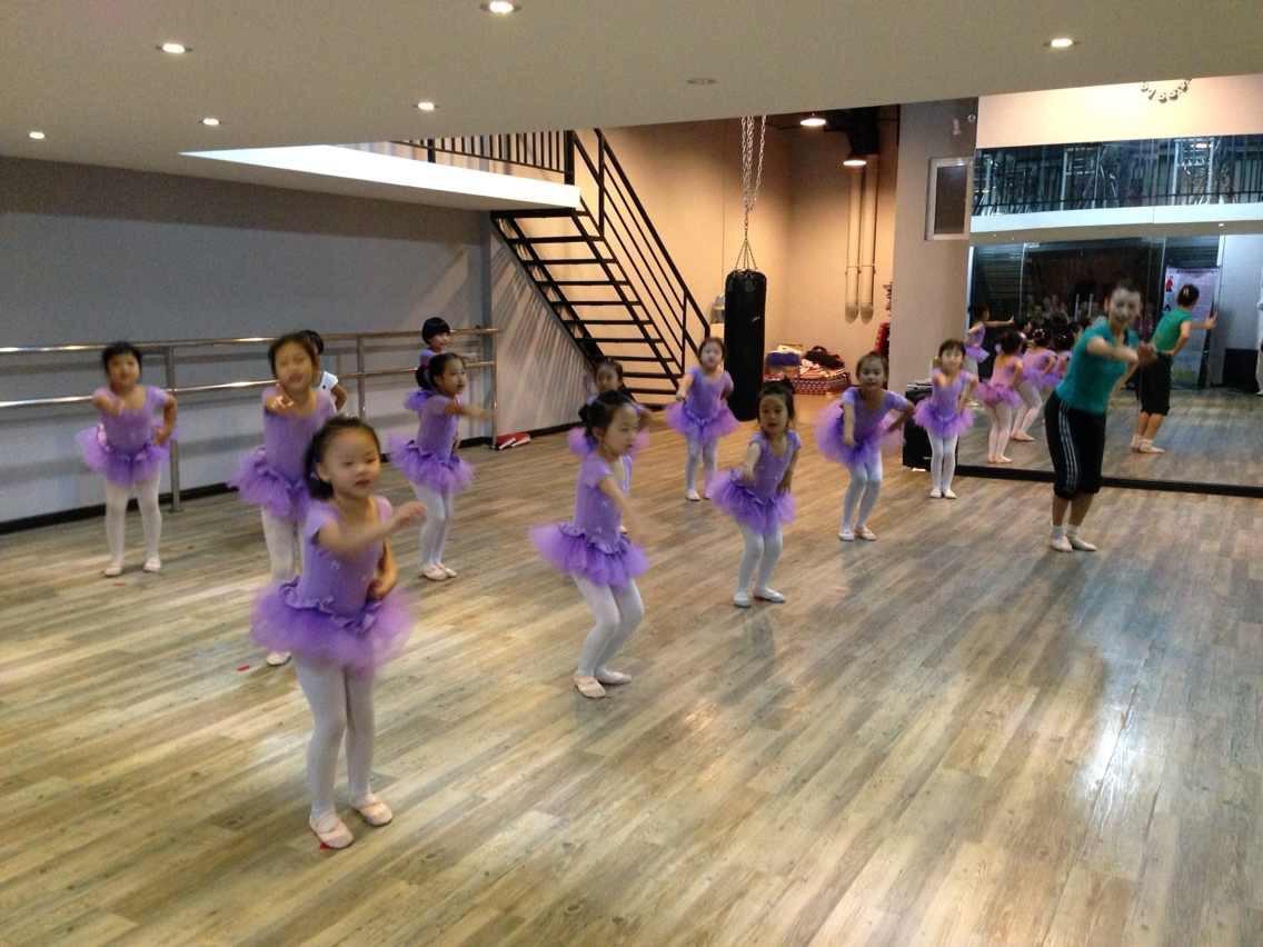 信步舞苑中国舞